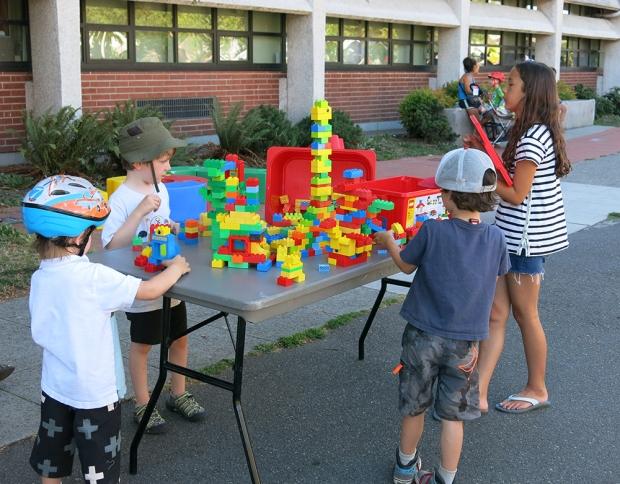 Playstreet_LEGO_4990_1000